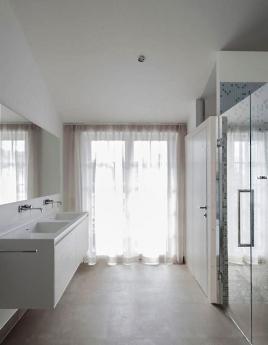 Ванная в стиле хай-тек: чистота на грани фантастики