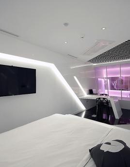Спальня в стиле хай-тек: отдых по последнему слову техники